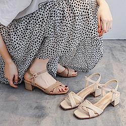 LN 現+預 簡約優雅交叉露趾中粗跟涼鞋-2色