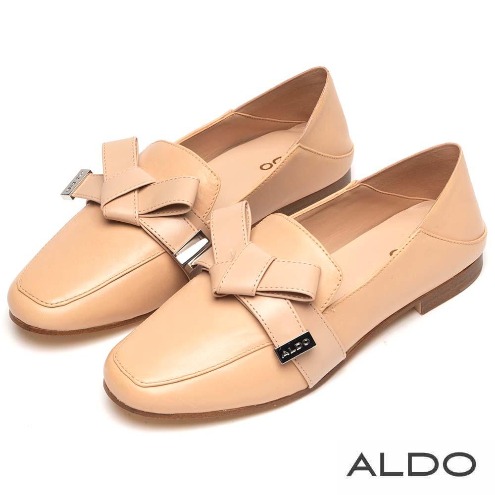 ALDO 原色真皮金屬LOGO佐蝴蝶領結粗跟樂福鞋~氣質裸色