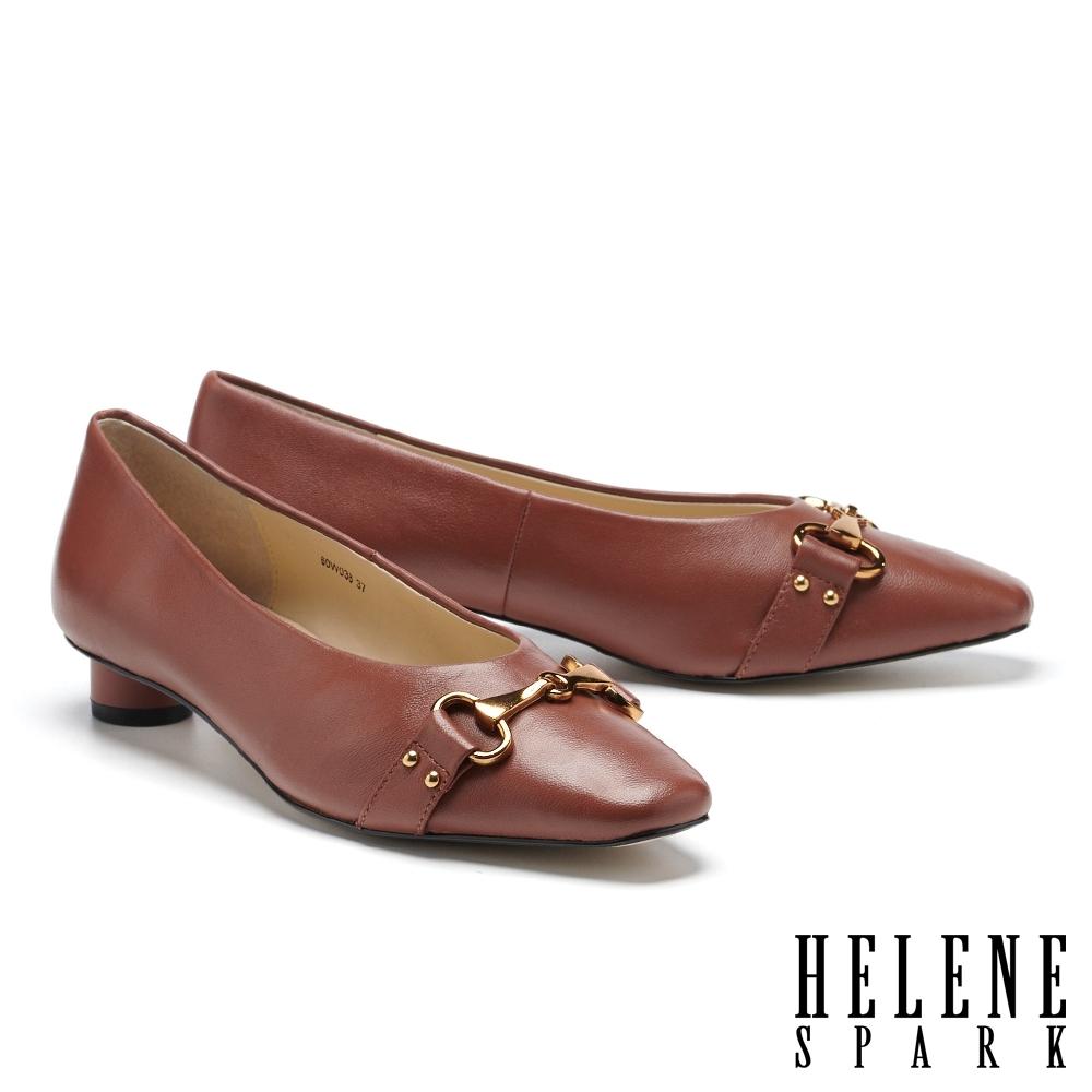 低跟鞋 HELENE SPARK 內斂時尚馬銜釦小方楦低跟鞋-咖