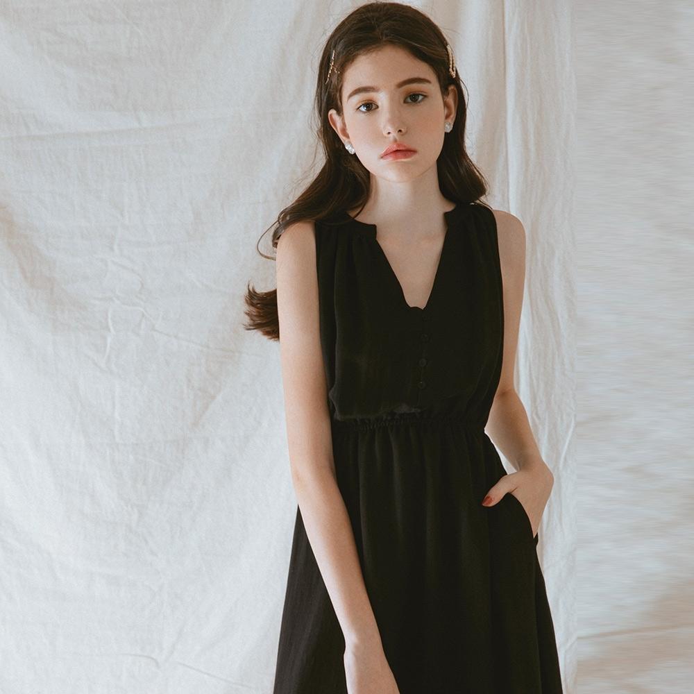 AIR SPACE LADY V領排釦造型無袖洋裝(黑)