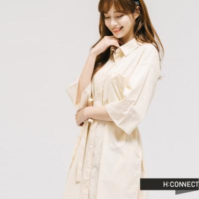 H:CONNECT 韓國品牌 女裝 -素色排扣綁結襯衫洋裝-卡其