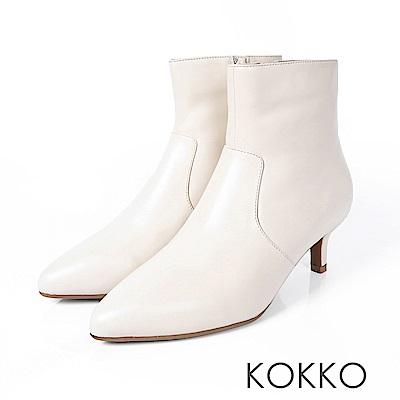 KOKKO-時尚寵兒尖頭顯瘦貼腿牛皮襪靴-奶油米