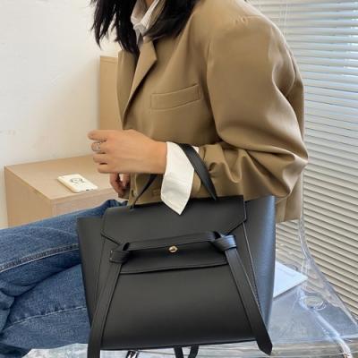 I FUN 現+預 皮帶裝飾鉚釘手提單肩包包(側背包/手提包)