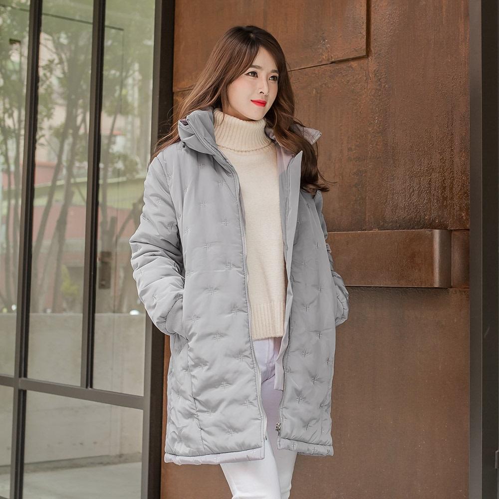 十字刺繡光澤感內裡加厚保暖立領外套.3色-OB大尺碼