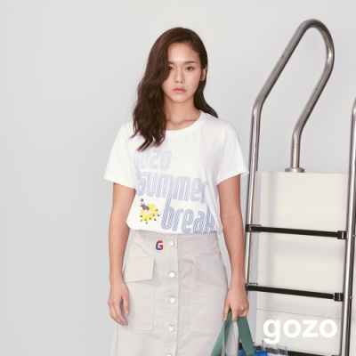 gozo 漸層字母印花人物繡線上衣(白色)