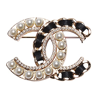 CHANEL 經典雙C LOGO皮革穿繞簍空鎖鍊珍珠/水鑽鑲嵌胸針(金)