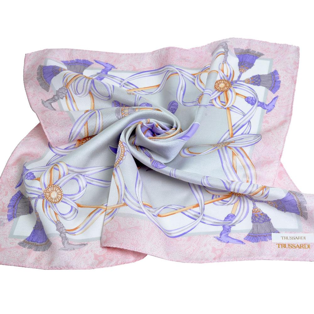 TRUSSARDI 絲質品牌流蘇圖騰LOGO大帕領巾(粉紅/灰)
