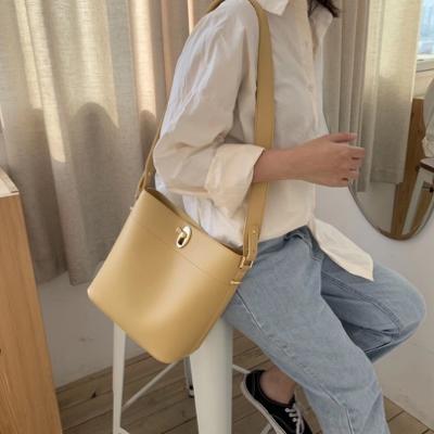 CHARMII CHIC 設計感轉釦肩背水桶包