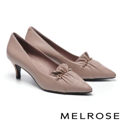 高跟鞋 MELROSE 氣質典雅金屬飾釦抓皺尖頭全真皮高跟鞋-杏
