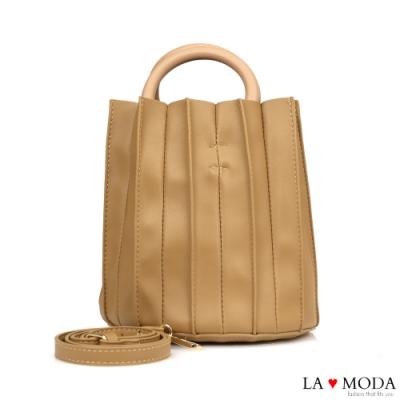 La Moda 質感設計滿點皺摺設計木質手把肩背手提圓筒包(杏)