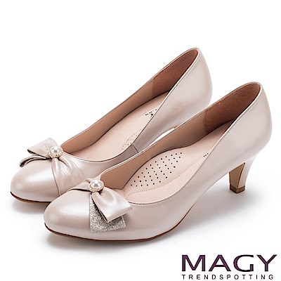MAGY 氣質首選 典雅鑽環珍珠羊皮中跟鞋-粉色