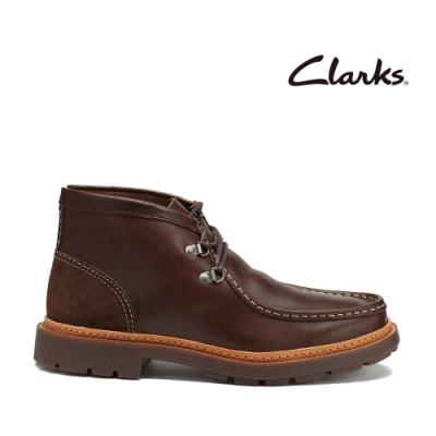 Clarks 科履行蹤  粗獷風2孔D型鞋眼扣設計寬口低筒靴 深棕色
