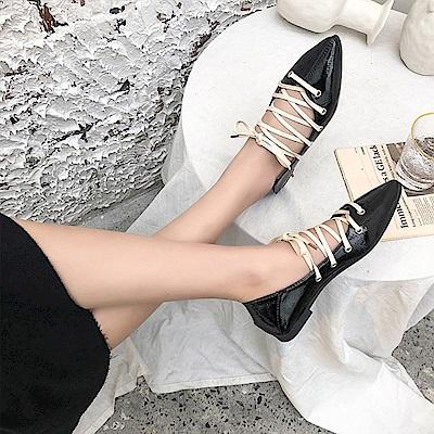 韓國KW美鞋館 時尚元素異國民族綁帶尖頭鞋-黑色