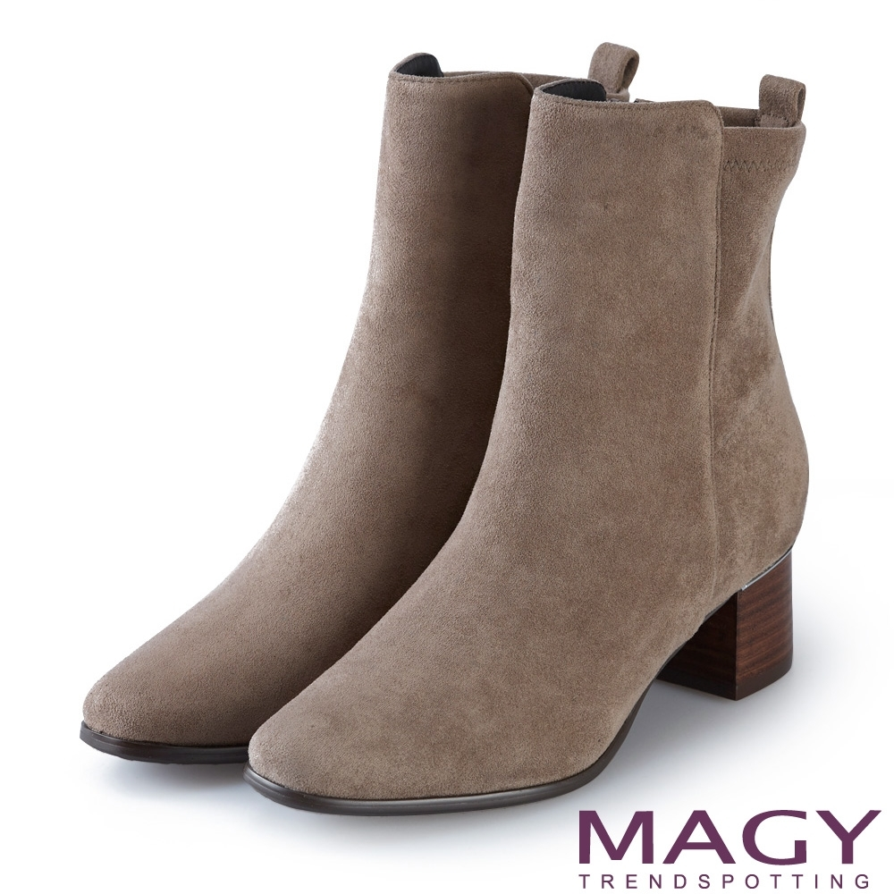 MAGY 質感素面絨布粗跟 女 短靴 可可