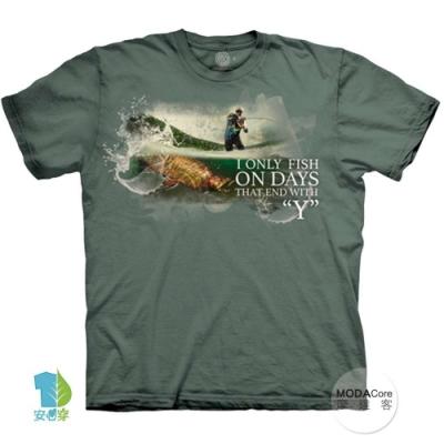 摩達客-美國進口The Mountain 釣魚人生 純棉環保藝術中性短袖T恤(大尺碼 3XL)