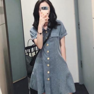 MOCO名媛千金風格紋假口袋金釦排釦收腰A字裙擺短洋裝L~4XL
