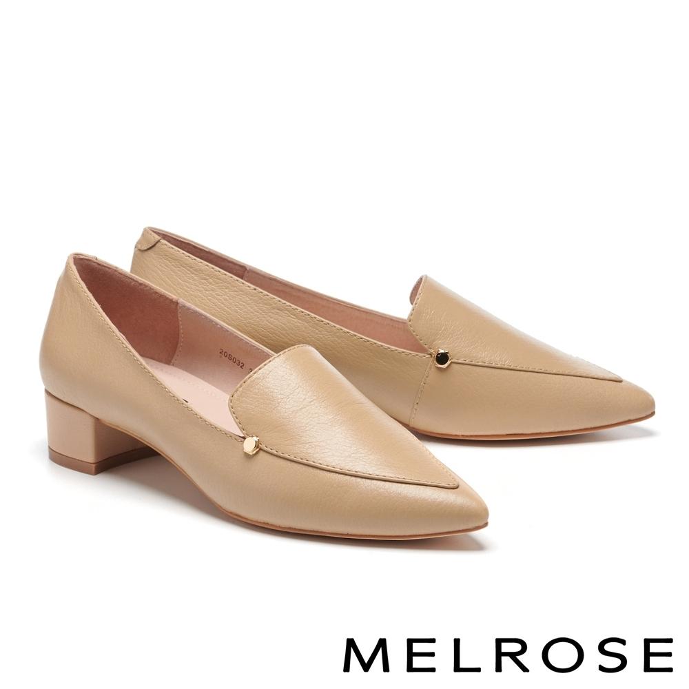 低跟鞋 MELROSE 俐落質感純色縮花牛皮尖頭低跟鞋-米