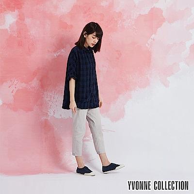 YVONNE 格紋小圓領短袖襯衫-深藍