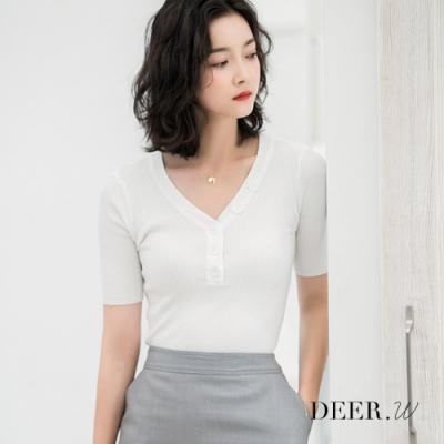 DEER.W V領排釦坑條針織上衣(白)