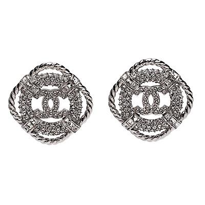 CHANEL 經典圓形雙C LOGO水鑽鑲嵌菱形外框造型穿式耳環(銀)