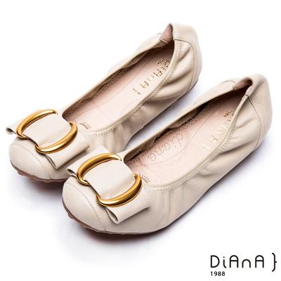 DIANA雙C金屬釦真皮平底鞋-漫步雲端厚切焦糖美人款-米