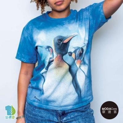 摩達客-美國進口The Mountain 歡樂天堂企鵝群 純棉環保藝術中性短袖T恤