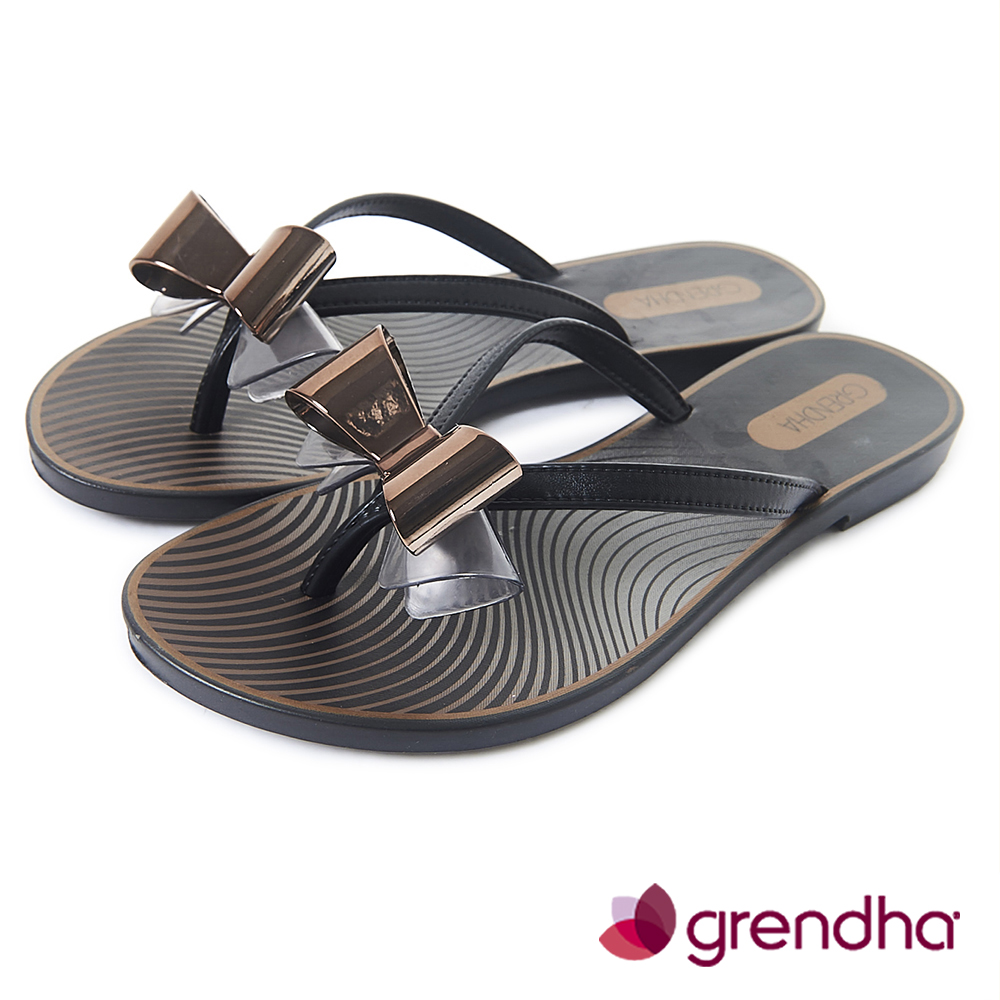 Grendha 莫列波紋金屬立體蝴蝶結夾腳鞋-黑色