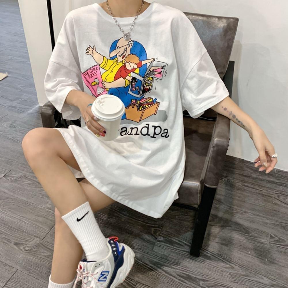 MOCO圓領卡通動漫印花長版落肩棉質T恤L~2XL
