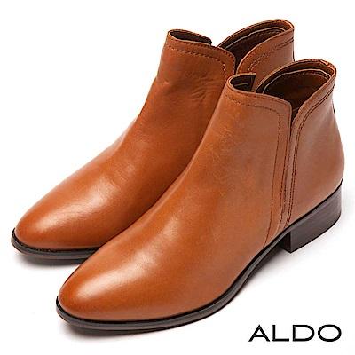 ALDO 原色真皮靴面深V字切口筒圍粗跟短靴~優雅焦糖