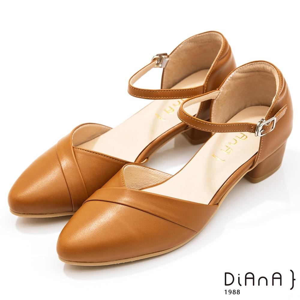 DIANA 4cm牛皮V字鞋口尖頭側空繫帶涼跟鞋–焦糖棕