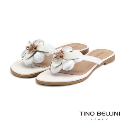 Tino Bellini巴西進口脫俗皮革花朵夾腳拖鞋_白+銀