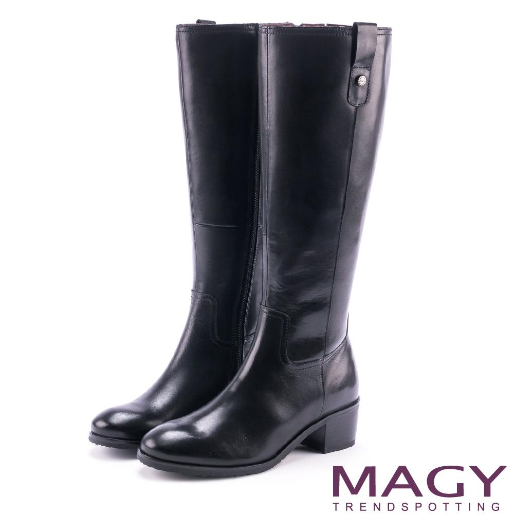 MAGY 經典騎士 牛皮四合釦造型粗跟長靴-黑色