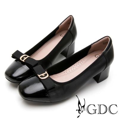 GDC-洛可可真皮質感簡約金屬蝴蝶結釦飾拼接撞色中跟包鞋-黑色