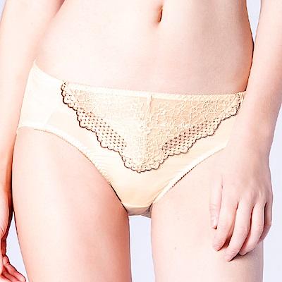 思薇爾 桐花漫舞系列M-XXL蕾絲中腰三角內褲(金赭色)
