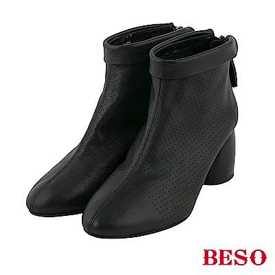BESO都會女伶 全真皮沖孔後拉鏈粗跟短靴-黑