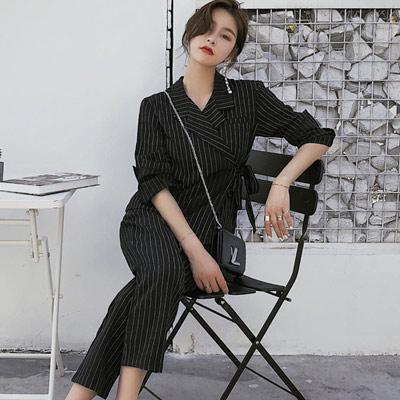 條紋小西裝領上衣+條紋七分褲兩件套 (共二色)-Kugi Girl