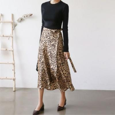 MOCO豹紋側綁帶拼接一片裙擺波浪中長裙