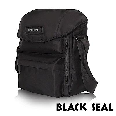 福利品 BLACK SEAL 經典休旅系列 多隔層收納休閒直式斜背/側背包-經典黑