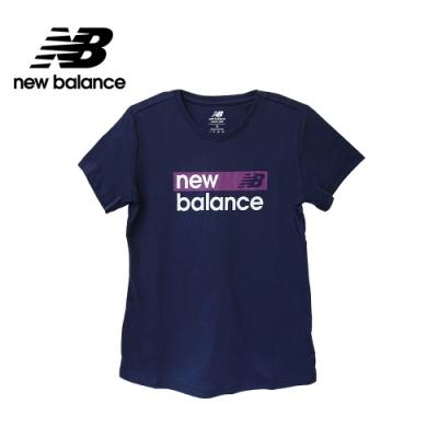 【New Balance】SPORT系列 品牌字樣短袖Tee_女性_深藍_WT03806PGM