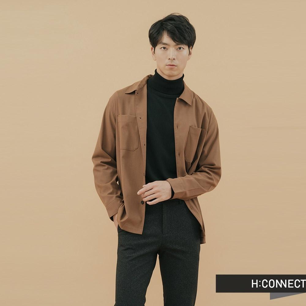 H:CONNECT 韓國品牌 男裝-素面質感雙口袋襯衫-卡其