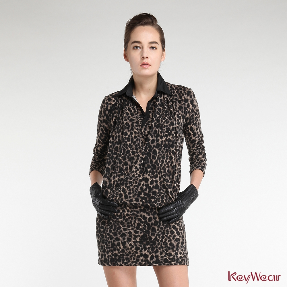 KeyWear奇威名品    柔軟豹紋假兩件式長袖洋裝-卡其色