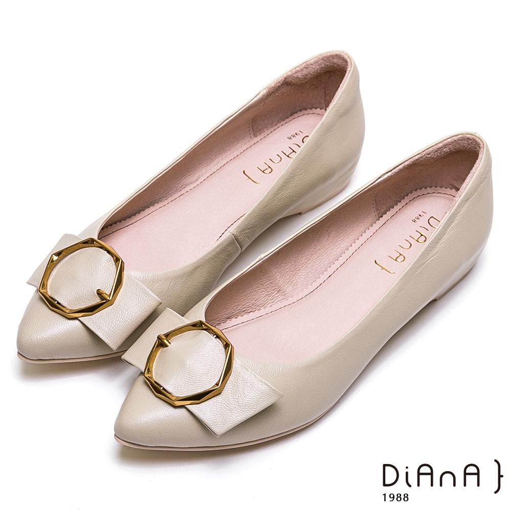 DIANA質感幾何金釦穿帶真皮鞋-大方氣質-米