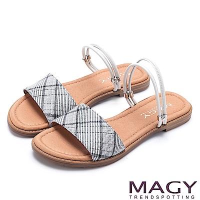 MAGY 夏日時尚 壓紋羊皮兩穿寬版平底涼拖鞋-灰白格紋