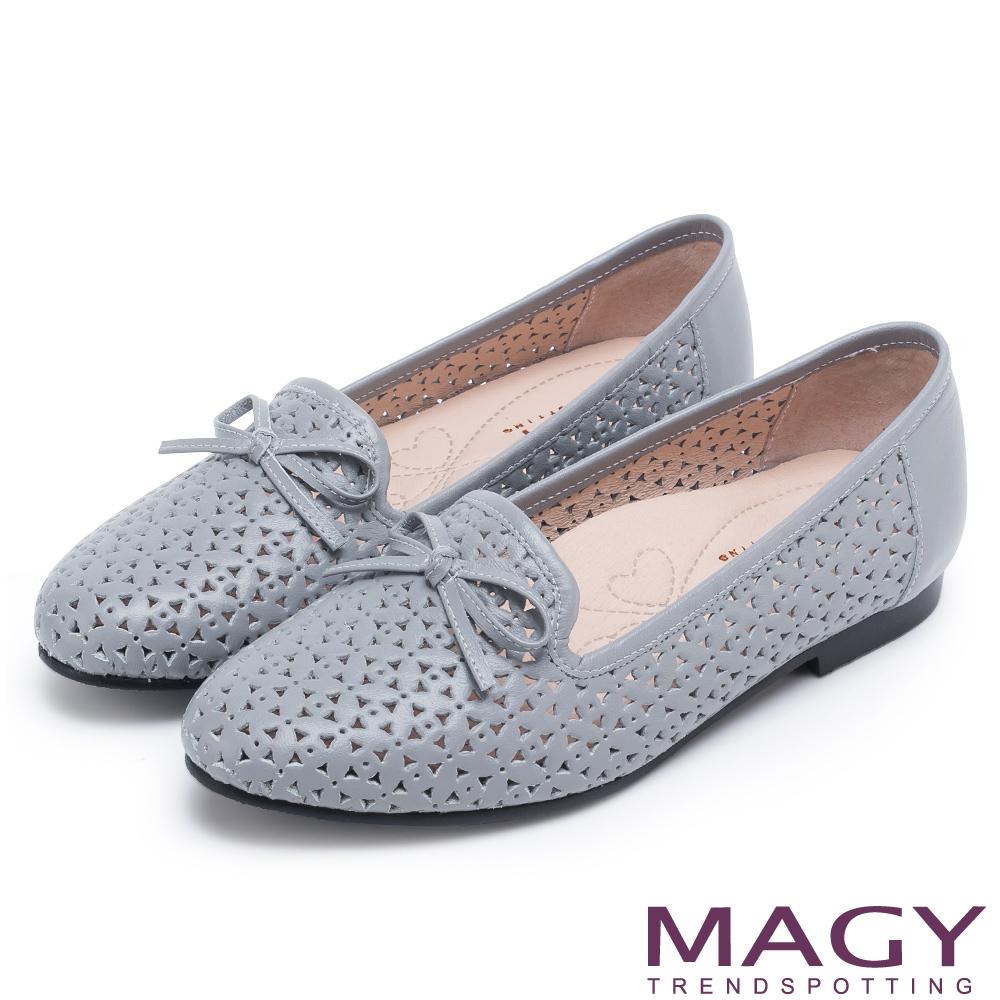MAGY 時尚舒適 真皮Q軟洞洞平底樂福鞋-藍灰