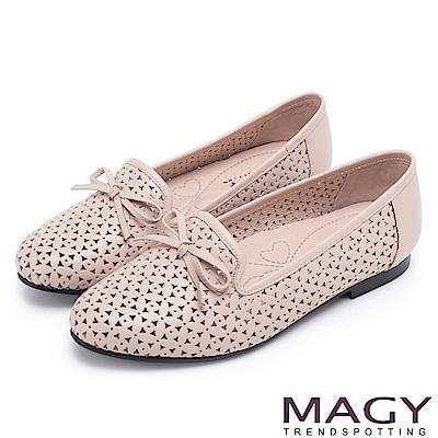 MAGY 時尚舒適 真皮Q軟洞洞平底樂福鞋-粉裸