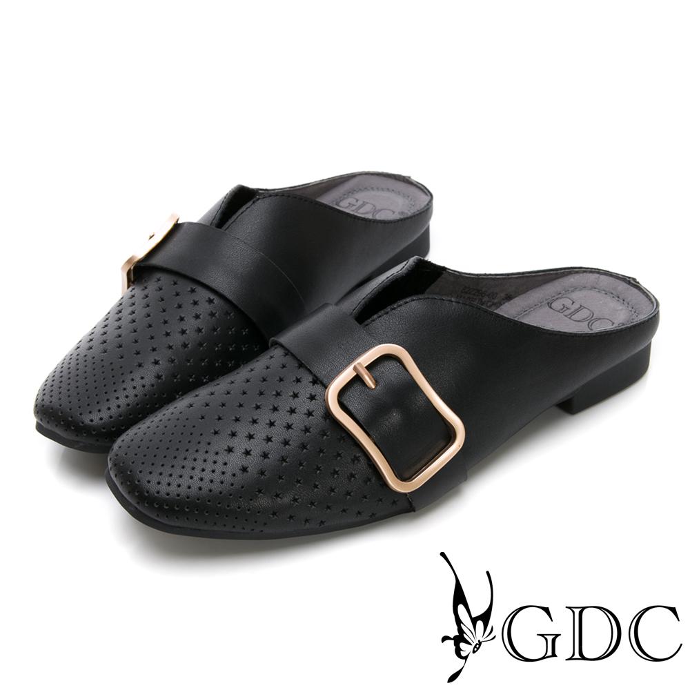 GDC-真皮沖孔方扣舒適低跟穆勒拖鞋-黑色