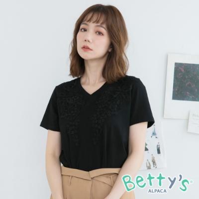betty's貝蒂思 氣質款蔞空蕾絲花T-shirt(黑色)