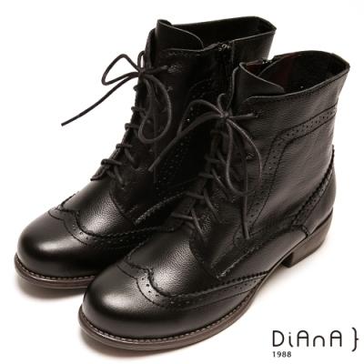 DIANA 復古雕花綁帶牛津粗跟中筒靴-英倫風範-黑