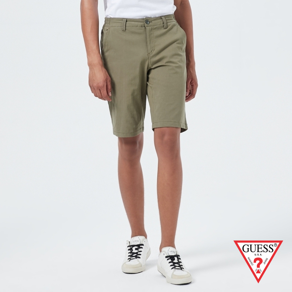 GUESS-男裝-純色微彈直筒休閒短褲-卡其 原價2290