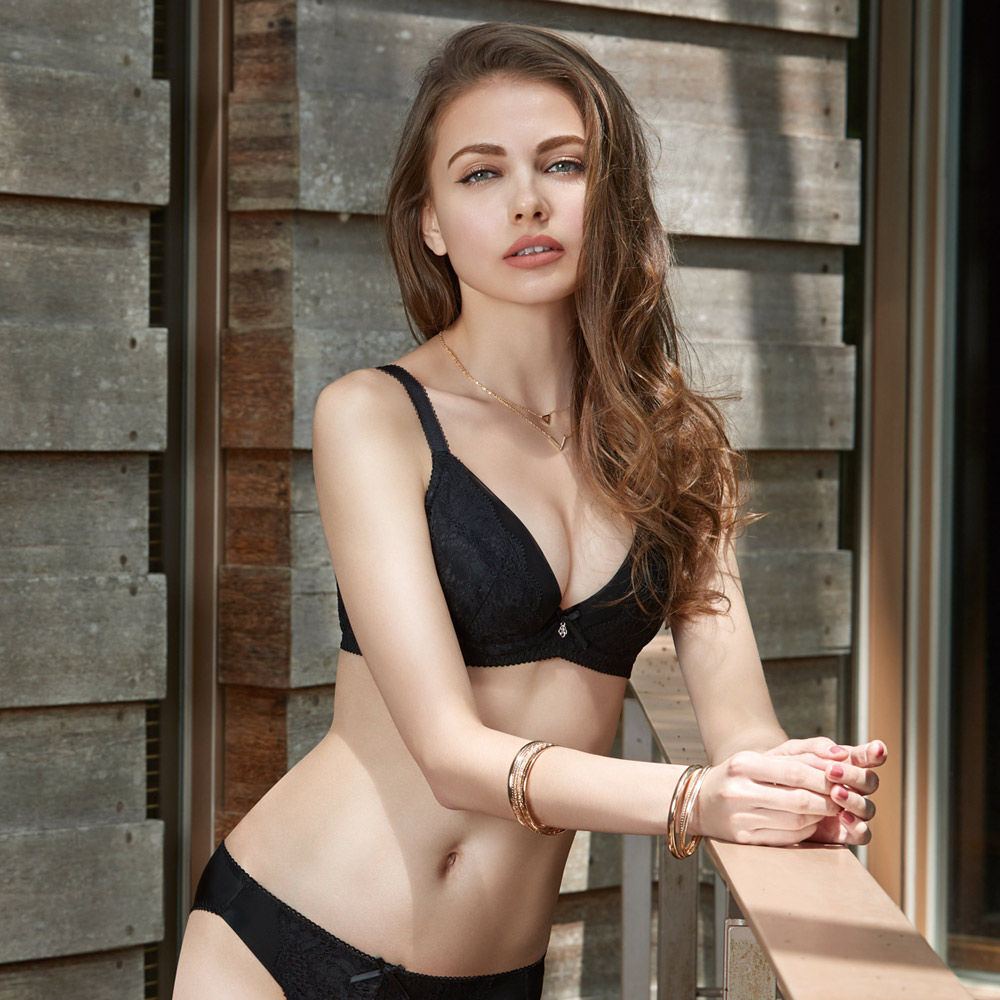 曼黛瑪璉 V極線內衣  B-E罩杯(黑)